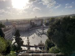 ポポロ広場にやってきました。 この上は広場になっており、イタリア人の友達がおすすめらしく連れて行ってくれました。