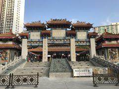 香港最大の寺院の黄大仙です。開運・パワースポットで占いが当たる事で有名です。道教と儒教が習合した寺院で黄初平(黄大仙)のほか観世音菩薩、孔子を本尊としているそうです。前回来た時は一部が生憎工事中の為ご利益が貰えなかった。