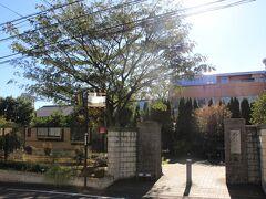 上皇后美智子さまのご生家跡のねむの木の庭へ。