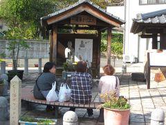 前には綺麗に整備された「鉄輪蒸し湯広場」、ベンチに腰掛けた観光客のおば様達が団欒中でした?…、  そう言えばここで「男はつらいよ!花も嵐も寅次郎」のラストシーンの撮影が行われましたね~。