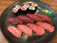 大間に戻って、浜寿司でランチ。 マグロづくしの握り