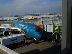 2本半映画を見て時々ウトウトして13時45分過ぎに成田空港に到着~!