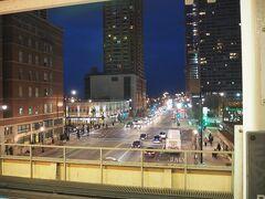 ルーズベルト駅から、高架の電車で移動します。