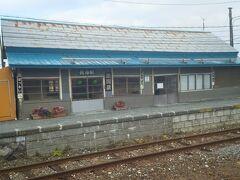 宗谷本線駅めぐり2番 抜海駅  駅巡りはここからが本番です。稚内駅から車で20分くらいでしたでしょうか。ナビの示すままやってきたのが抜海駅。 無人駅ながら堂々の風格。