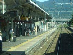 猪苗代駅停車。 そこそこお客さんが乗ってきた。