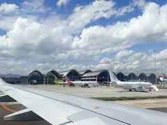 成田の出発は遅れましたが、ほぼ定刻1:30PM頃到着。 新しく空港がリニューアルされてからは初めてです。以前よりもおしゃれになりました。
