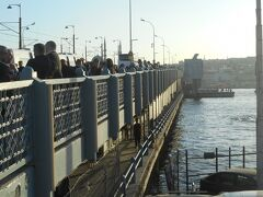 ガラタ橋を渡る