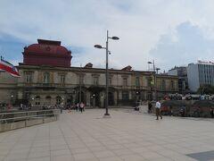 サンホセの中心にある文化広場。 奥に見えるのは国立劇場。