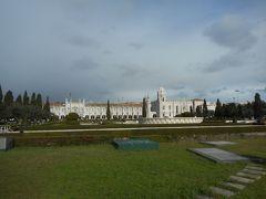 インペリオ庭園越しにみたジェロニモス修道院。巨大な修道院の全景はちょっと離れないと撮れません