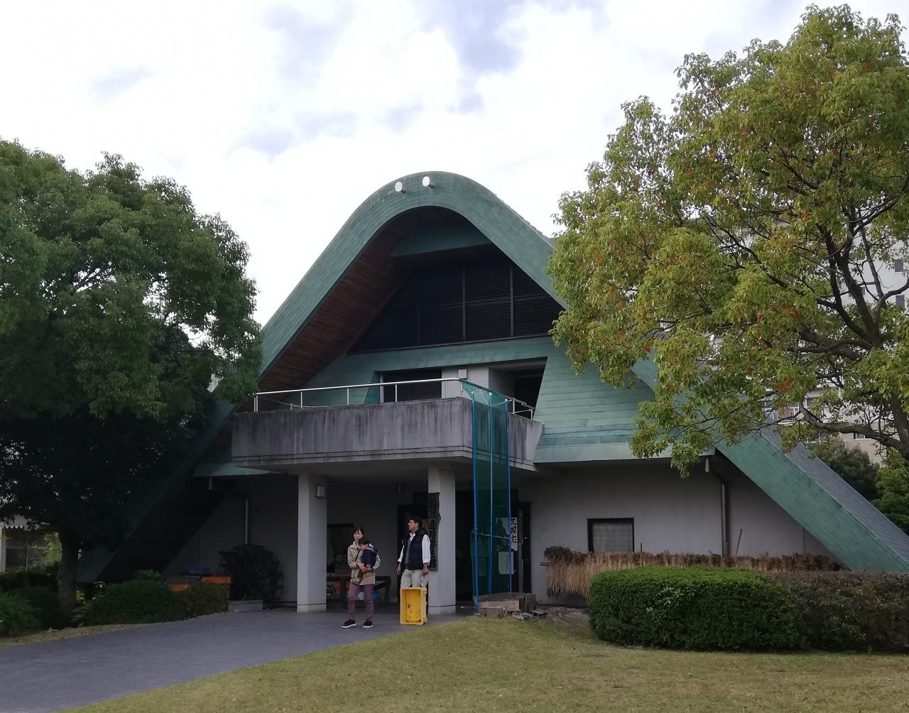 板付遺跡弥生館  福岡空港近くにある。  弥生時代開始期の遺跡で、展示には、水田跡から見つかった子供の足跡の石膏があった。