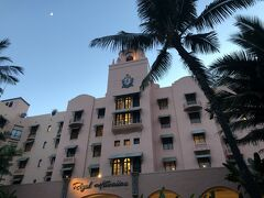 続けてピンクパレス・ロイヤルハワイアン。 10年ほど前一度泊まりました。ハワイといえばやっぱりここというシンボルですよね。いつかもう一度泊まりたい!! 内部も素敵ですが、この外観がいいですよね。昔からのインスタ映えスポットですね。