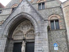 メムリンク美術館は12世紀に建てられた欧州最古の病院。 メムリンクの代表作である「聖カタリナの神秘の結婚」や、ベルギー七大秘宝の1つである「聖ウルスラの聖遺物箱」  あちゃ~~~・・・・・今日は月曜日(休館日)(-_-;) 残念!無念!・・・・・宿題が出来てしまいました