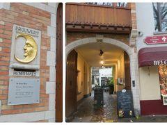 ブルージュ唯一のビール醸造所のドゥハルヴマーン醸造所へやってきました。 入って右側のお土産売り場でツアーチケットを販売しています。