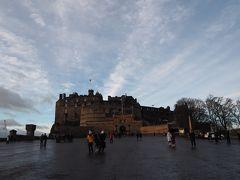 エディンバラ城です! 事前に予約しておいたので、これからエディンバラ城の中に入りますワクワク 9:30-11:00の枠で予約しました。