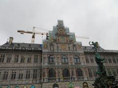 マルクト広場前にあるルネッサンス建築の市庁舎 あら?ここも修復中