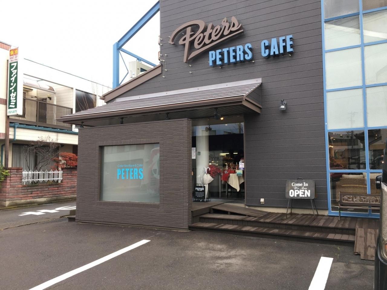 ケーキ食べに来ました~ ピータースです。次々にお客さんがきていました。
