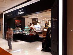 ロビーのフロントの前にはメリッサとゆうケーキ&デリのお店