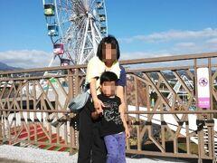 台北市児童新楽園  いわゆる子供遊園地 入場料30元やっす。5歳無料ありがたいわぁ。  観覧車は建て付けが悪いのか、ぐらついてて結構揺れた。 「猫空のロープウェイは信用できないから乗らない」と宣言していた台湾人講師の言葉がよぎる。。。