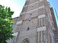 フラウエン教会へ。 玉ねぎ頭の2つの塔は町のシンボルにもなっています。
