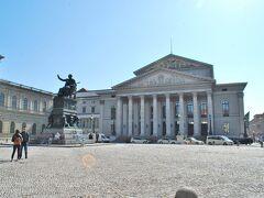 レジデンツへ。 5世紀に渡ってバイエルン王家として君臨したヴィッテルスバッハ家の本宮殿。