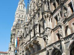 ミュンヘン新市庁舎前に到着。 新ゴシック様式の市庁舎です。