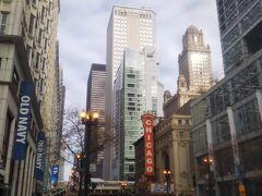 シカゴ中心部。 気温零度で結構寒いですね。