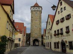 ローテンブルク・オプ・デア・タウバー Rothenburg ob der Tauber  Rödertorturm 1385-1390年。  1945年に爆撃で焼け落ち、その後、再建。 高さ約43.50m。