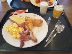 全てのホテルで朝食付を選びました。 日本と違い、24時間のコンビニもないので。 ソーセージが美味しかったです。