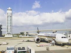 シンガポール航空の座席にはUSBとBF型のコンセントがあるので、タブレットやPCのバッテリーを気にすることなくフライトできる。