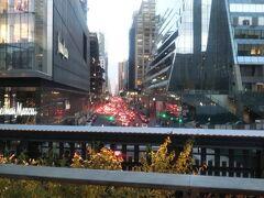 ハイラインでお散歩。これは楽しい。 地下鉄操車場の向こうを回ろうと思ったんですが、そちらは通行止めになってたような。なんでだろう。