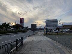 向かいにはイオンがあります はま寿司やサイゼリヤなど飲食店もあります