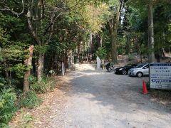 10:10 眞名井神社 到着  駐車場は右側に3台。 うまく停めれば左側に縦に2台くらい駐車できます。