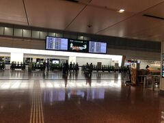 朝5時半ごろの羽田空港は、人がいな~い!