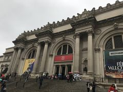 続いてはグッゲンハイム美術館からまた少し南下したところにあるメトロポリタン美術館。ここはとにかく大きかった!感覚でいえば昔、ロンドンで行った大英博物館みたいな感じ!大英博物館よりかは大きいかな?小さいかな?とにかく、大英博物館と比較したくなるような大きさでした。ここは半日で回るには広すぎるので、あらかじめ調べていった幾つかの絵や楽器などに絞って回ることに。そしてここまで一緒に回っていた友達が外で休憩していたいということで、メトロポリタンは一人で回ることに。