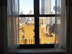 今日も良い天気。 33階の部屋の割には、景色は微妙です(笑) まあ隣の壁じゃないだけ良しとします。