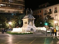 イサベル・ラ・カトリカ広場  この近くからバスに乗ったと思います。