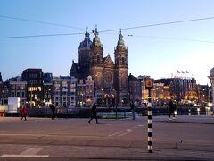 アムステルダムセントラルに戻ってきました。