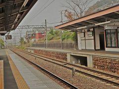 そんなこんなで、日曜日の夜明け前に宿を出発した私は、朝の8時半過ぎには奈良の飛鳥駅(写真)へと到着していた。