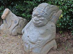 そしてこれらの猿石は、私が明日香を訪れた目的の1つでもある。  写真は猿石の山王権現を先ほどの写真とは反対の角度から見たモノだが、かねてからこの山王権現の猿石があるモノに似ていると、私は思っていた。
