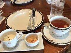 食器やカップも豪華。