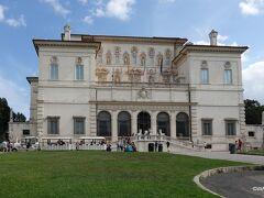 ボルゲーゼ美術館 Museo e Galleria Borghese 持ち込み手荷物のサイズに関しては執拗です。