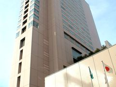 広島駅前に到着~♪ この旅、2つめのシェラトンホテル、シェラトングランドホテル広島にチェックインです。  後編に続く。。。   ---------------------   この旅行記は、 友人との再会はデカ盛り天丼「宝」!!2つのシェラトンホテルに泊まる旅…@シェラトングランドホテル広島 に続きます。 https://4travel.jp/travelogue/11572781