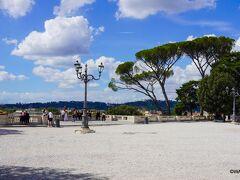 ボルゲーゼ公園 Terrazza del Pincio ピンチョの展望テラス Salita del Pincio, 00187 Roma RM  ピンチョの展望テラス ~ ピンチョの丘 Passeggiata del Pincio ~ ポポロ広場 Piazza del Popolo