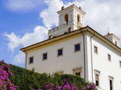 ボルゲーゼ公園>ピンチョの展望テラスからトリニタ・デイ・モンティ教会へ徒歩移動途中のヴィラ・メディチ Villa Medici