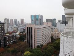 右にザ・プリンスさくらタワー東京。