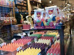 三角ぼうしのキュベルトン。 砂糖菓子でベルギーの伝統あるお菓子だそうです。 気になる~