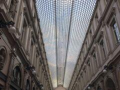 ギャルリー・サンチュベール。 ヨーロッパで最も古いショッピングアーケードの一つだそうです。  ヨーロッパのイメージにぴったりで、とっても美しい!