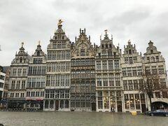 ギルドハウスも。 ベルギーの広場とギルドハウス。 アントワープのギルドハウスのファサードもとっても素敵でした♪