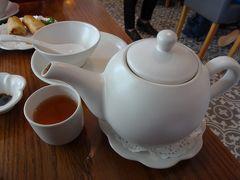 ギャラリア内の中華レストラン「翡翠小厨」 プーアル茶は1.1ドル