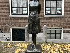 アンネ・フランクの像。 西教会の前にありました。
